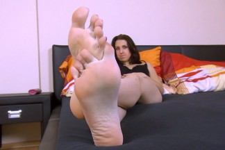click to see the video/photos: 'Legs & feet'