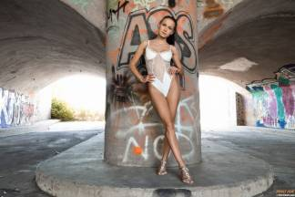 Love Under Bridge [July 23, 2019] - nicolelove003_p.jpg
