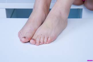 Feet and toes... [February 11, 2013] - veronika010_p.jpg