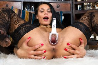 click to see the video/photos: 'Juicy Cumming'
